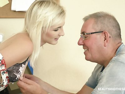 Auburn Czech hottie Tyna Gold gets poked missionary by older plump man