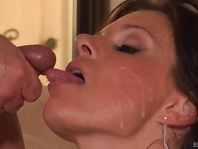 Mommy loves the sperm on her soft lips after a good shag