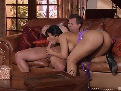 Latina milf rides changeless after a sensual blowjob