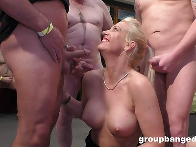 This lustful blonde MILF is a famous platoon bang pornstar
