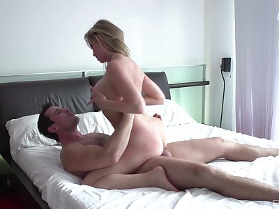 Chunky booty mom filmed when riding younger man's penis