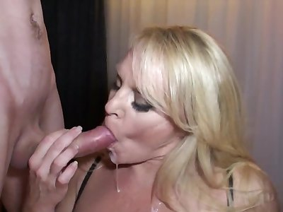 Honry mommy and boy - MILF deepthroated not far from mouthful cumshot