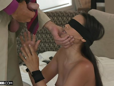 Blindfolded interesting babe with sexy booty Andreina Deluxe fucks doggy darn perfect