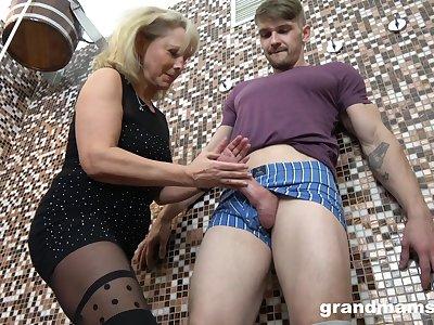 Pregnant and sapphic erotica